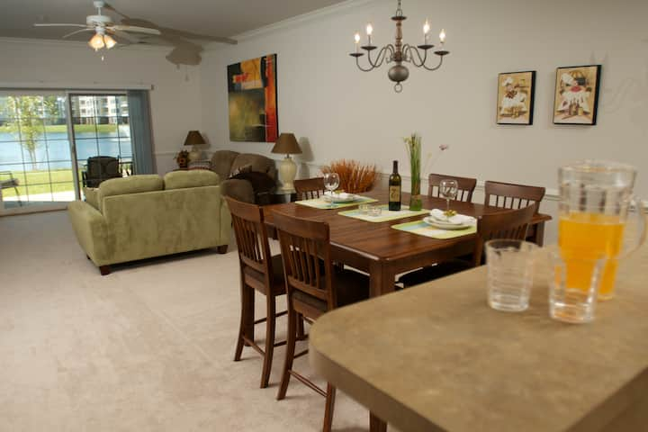 Spacious villa Myrtlewood, 2BR-2BA with lake view