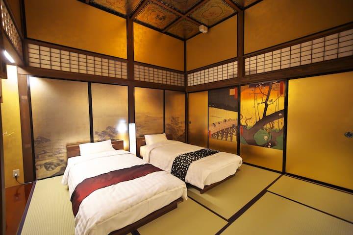 寝室の金襖には歌川広重の江戸百景。