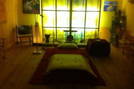 Besonderes Ambiente im Lichtholz-Studio - Freising - Apartment
