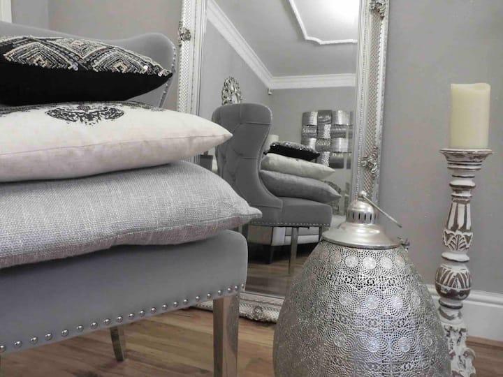 Entire Beautiful Property Sleeps 14 Penyfai Lodge
