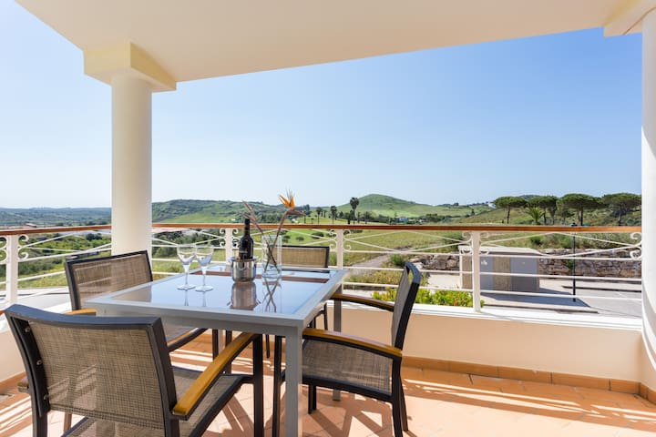 2 bedroom townhouse #10 Quinta da Encosta Velha