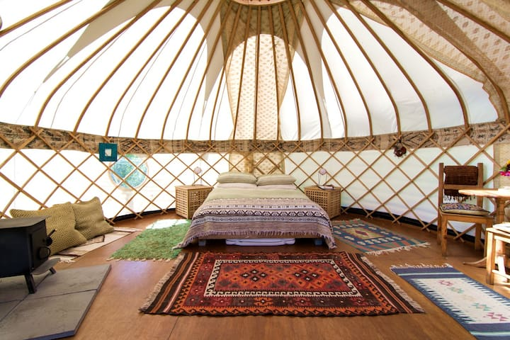 Cotna Eco-Retreat Yurt, Gilliflower