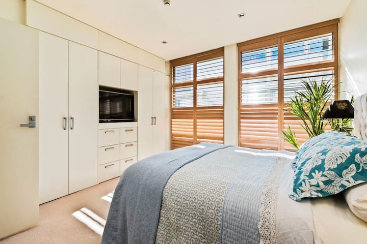Release Wanaka - Apartment on Ardmore. A bedroom.