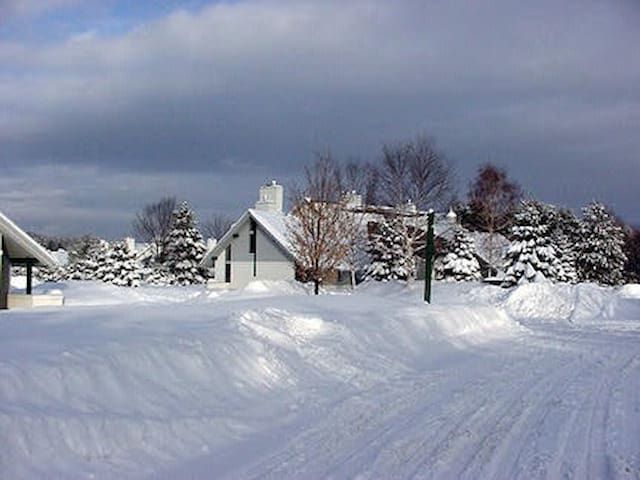 Affordable, great location family size ski getaway
