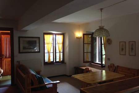 Nice cottage with private yard - Chiesa in Valmalenco - Appartement