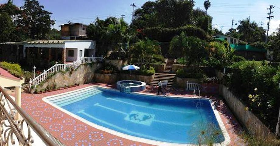 "Beautiful ""finca"" countryhouse 1h away from Bogota - Silvania - Pension"