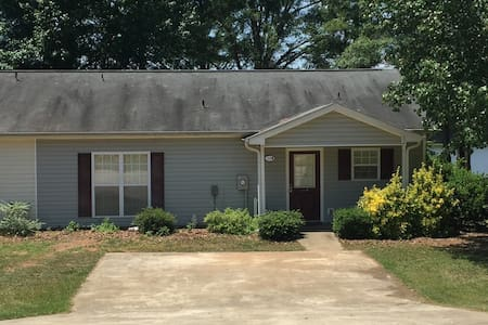 Property B -  Lakefront home in secluded cove! - Eatonton
