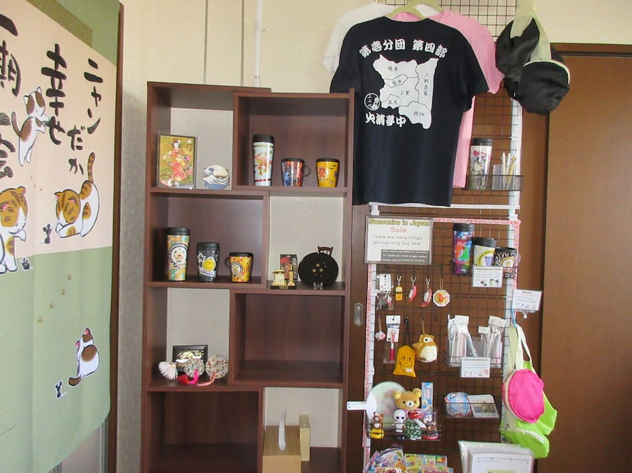 Souvenirs & experience room
