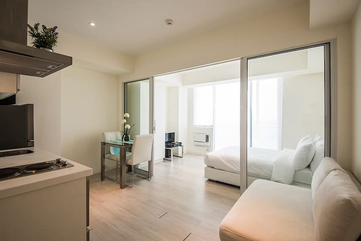 City Chic One Bedroom Suite at Azure