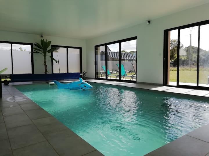 Villa Lantic avec piscine intérieure chauffée 28°