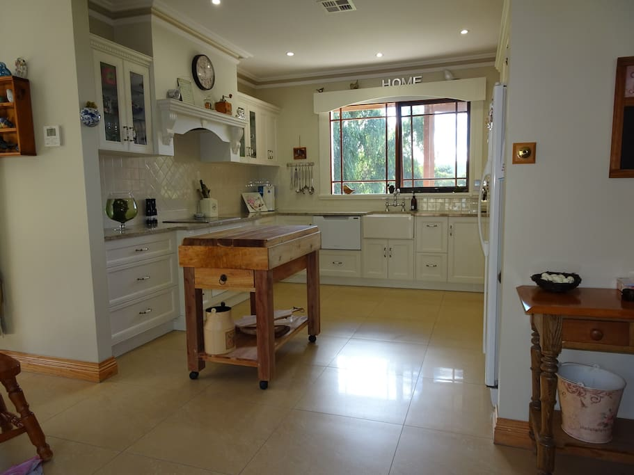 Well appointed kitchen for all your cooking needs