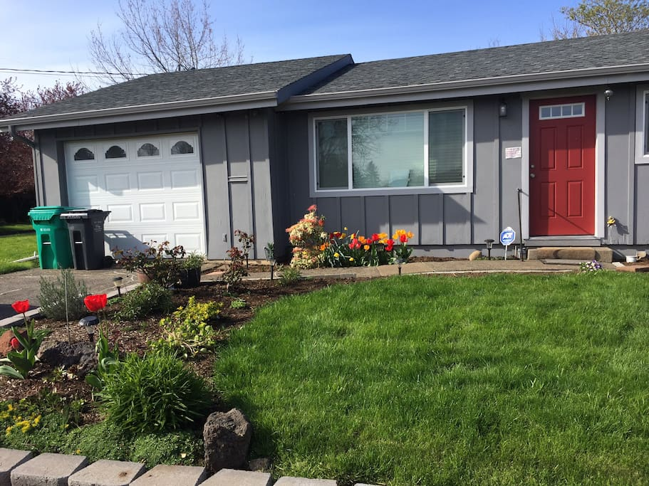 SE Portland cottage, close to everything Portland has to offer!