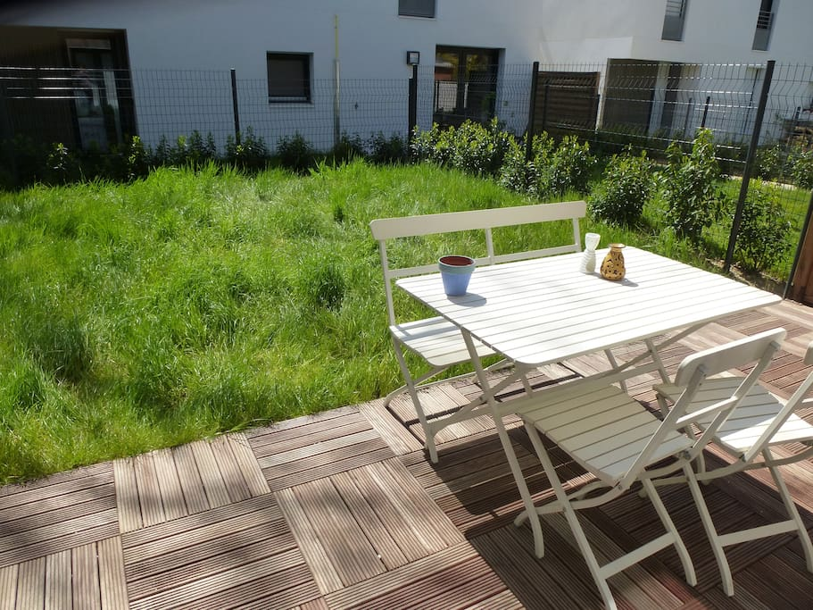 Maison jardin parking plein sud 500m de paris maisons for Jardin plein sud