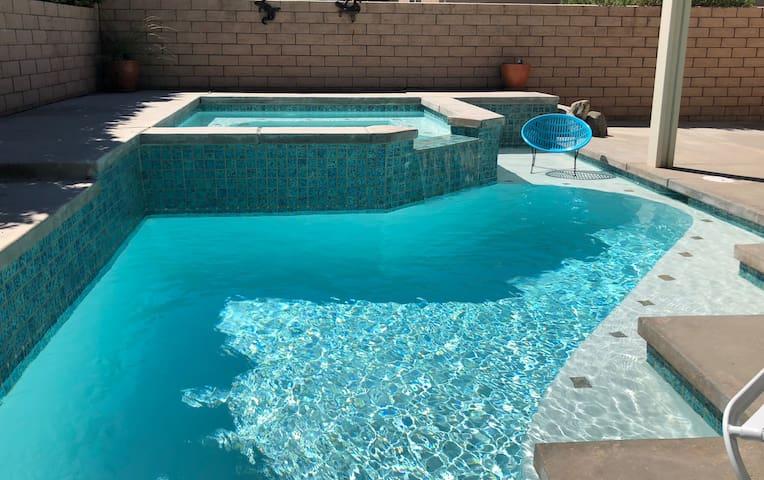 Popsicle Paradise- Pool, Hot Tub & Cabana