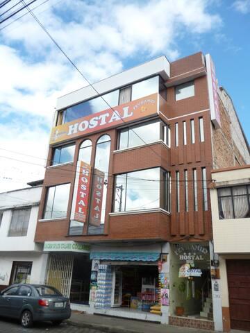 Habitacion en Hotel al centro de Ibarra EC WIFI