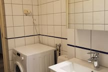Washing machine, washing powder provided.