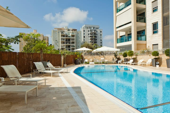 North TLV Sea Apartment Gym, Pool Kohav Hatzafon