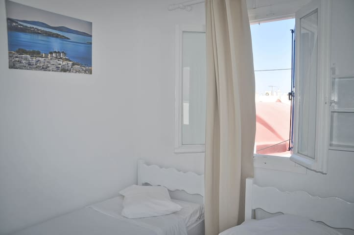 Eleanna's Budget Room in the heart of Mykonos Town