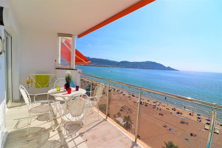 Front line beach rental apartment in Roses- Europe