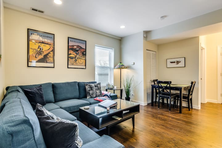 Stay Along the North Branch! Northside 2 Bedroom