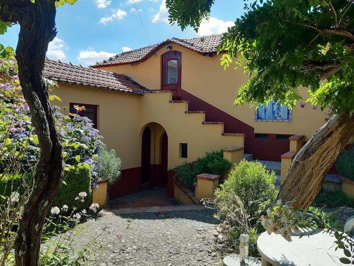 Vakantiehuis Casa das Eiras, sfeervol in de tuin