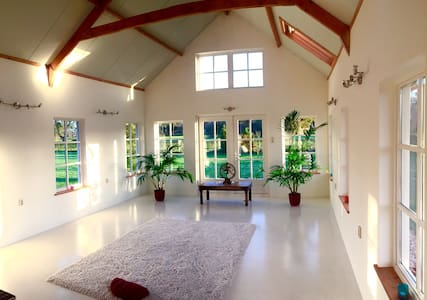 Vegetarian bnb suitable for yoga & meditation. - Vendégház