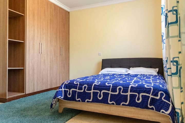 Uptown centrally located private rooms - Tsavo