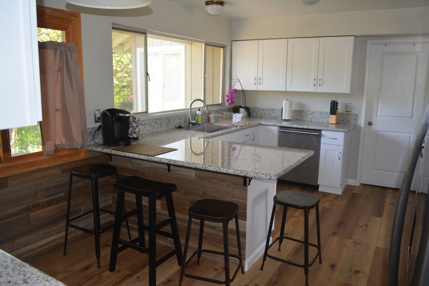 Gorgeous, newly remodeled kitchen with granite countertops and Keurig coffee maker. Counter seating for 4.