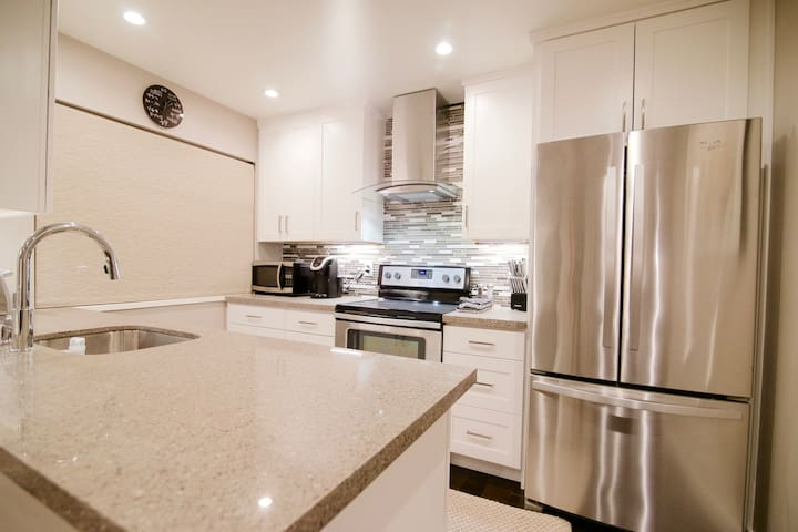 Modern Upscale 2 bed 1 bath W/D, Parking, AC Un10 - Redwood City - Apartament