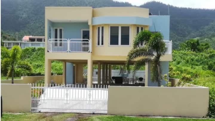 Home with a view&private pool-5 min walk to beach