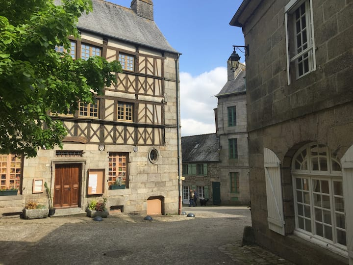 Comfortable 2 bed house in charming French village