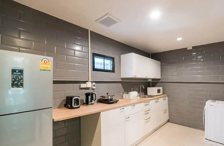 Samahan Alley townhouse in city center bkk 4rms