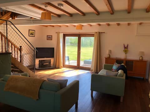 Baron Hill Cottage with views of Snowdonia!