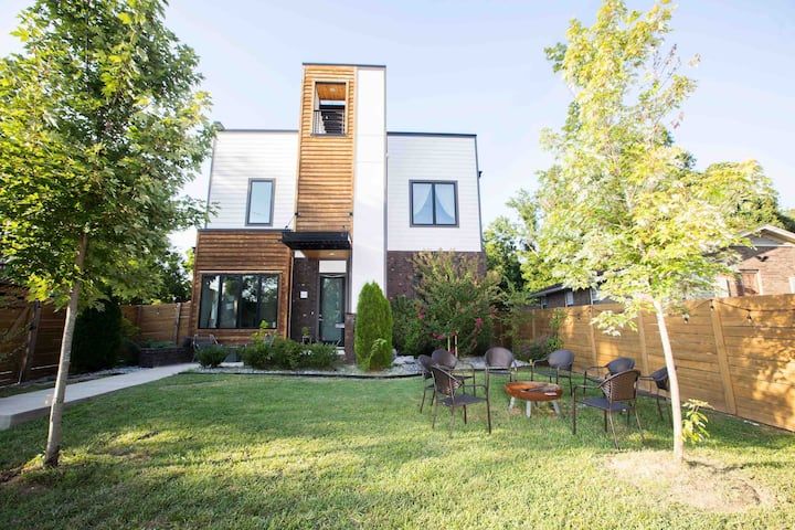 Modern Luxury | Rooftop Deck | 3 mi to Downtown