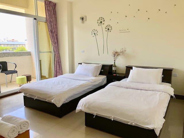 Ren Ke Guest House | En suite balcony double room