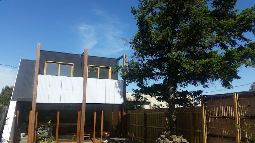 Dream house in North Carlton - super close to city - Carlton North - House