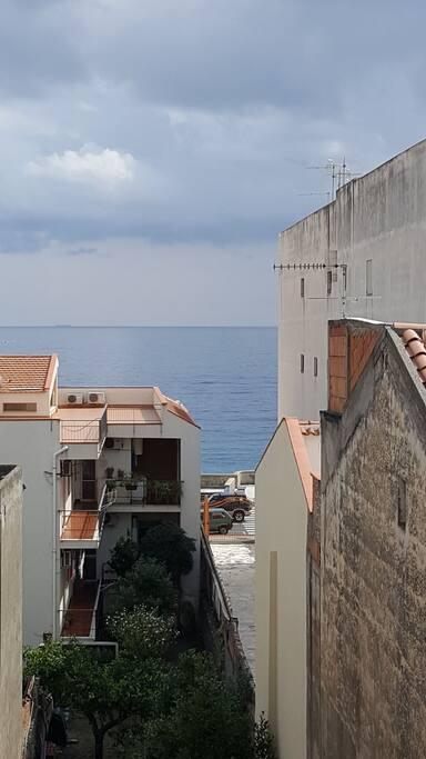 Vista mare dal balcone.