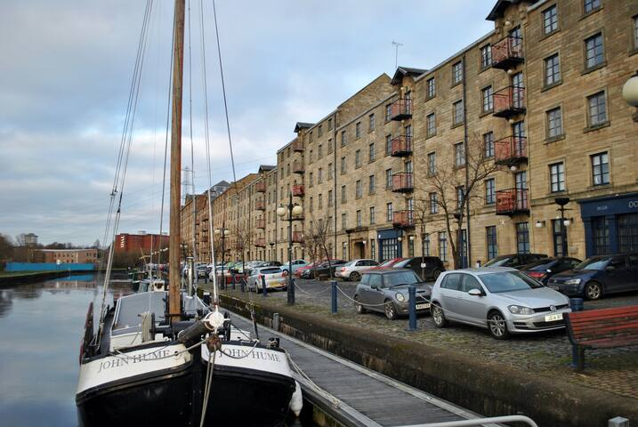 Apartment in iconic listed building, Speirs Wharf