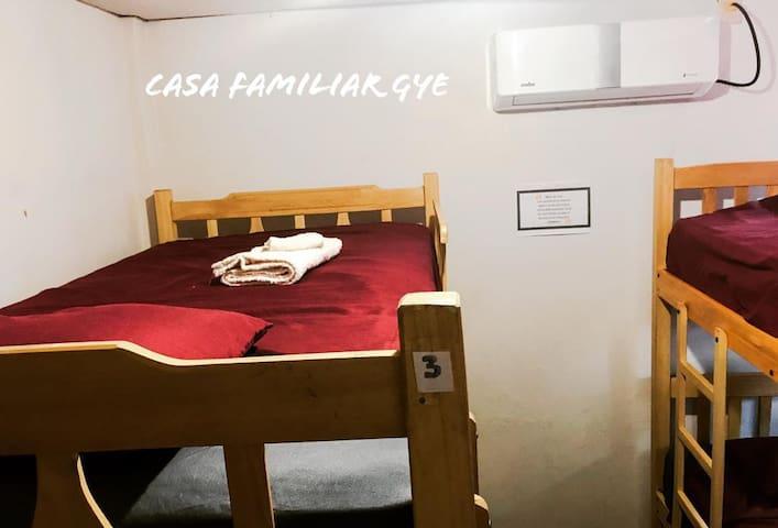 Habitacion  de 4 camas compartida