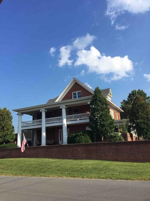 (#5) The Columns Historic home; Cozy Window seat
