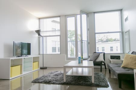 Luxury Boston 1BR w/ Large Living Room and Den - Boston