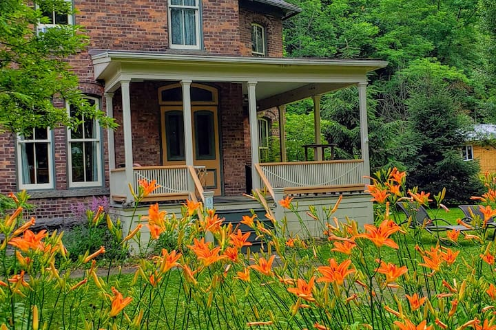 Gorgeous Historic Home 6 miles from Ithaca