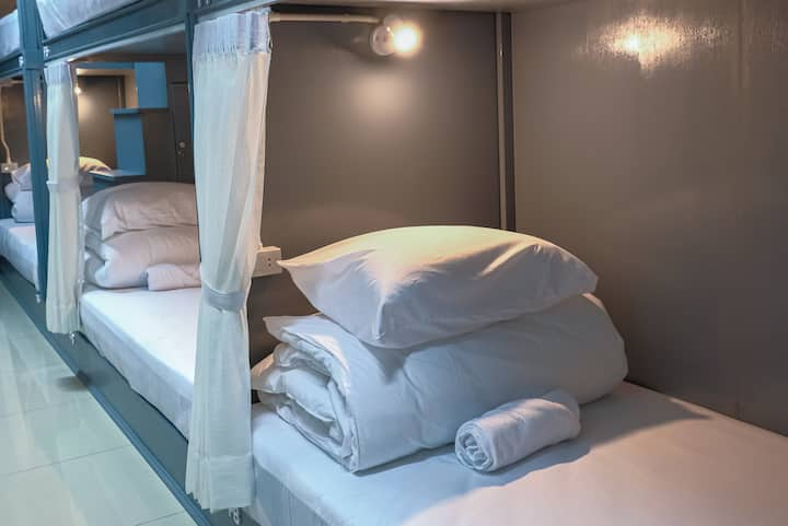 Me hug guesthouse (8 Female beds in dorm room)