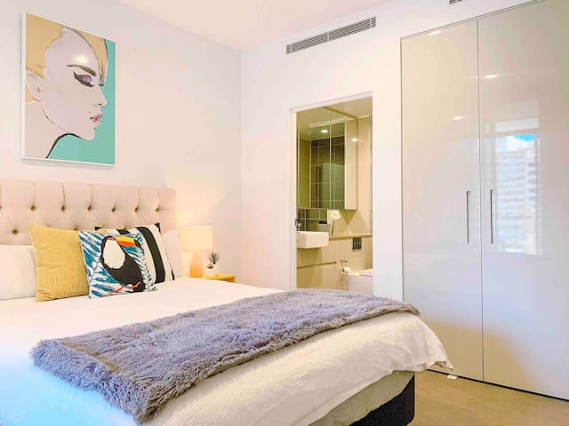 Sensational Ensuite Room in a CBD w/City Views