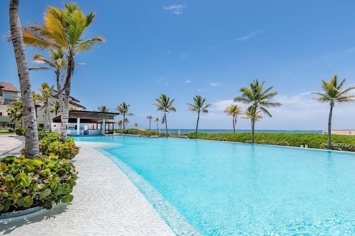 3Br condo with ocean views + private terrace
