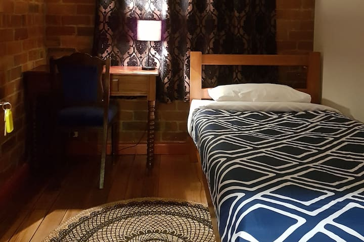 Little Nee's Tasmania - Single Room 2