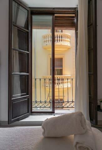 Venecia Gomérez - Matrimonial. Baño compartido.  - Tarifa estandar