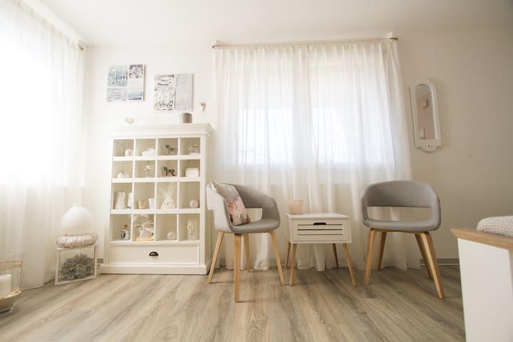 Neues Studio in gepflegtem Einfamilienhaus. - Langnau im Emmental - Apartamento