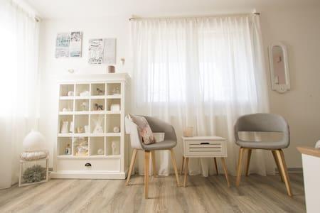 Neues Studio in gepflegtem Einfamilienhaus. - Langnau im Emmental - Pis