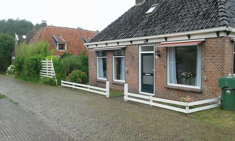 Vrijstaand comfortabel huis vlakbij Leeuwarden